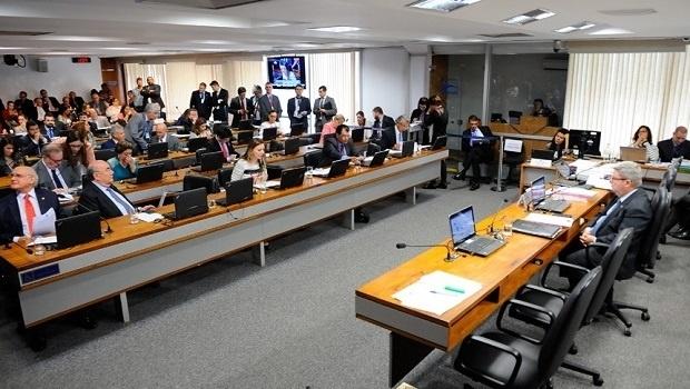 CCJ do Senado aprova projeto que endurece saída temporária de presos
