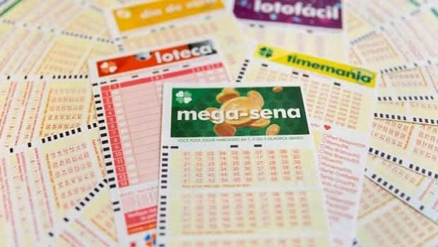 Resultado de imagem para Mega-Sena pode pagar prêmio recorde de 275 milhões de reais neste sábado