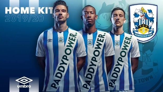Paddy Power inova ao estampar sua marca no novo uniforme do Huddersfield Town